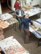 plastisches-Gestalten-Ton,-Mosaik-Mosaiktisch-Terasse